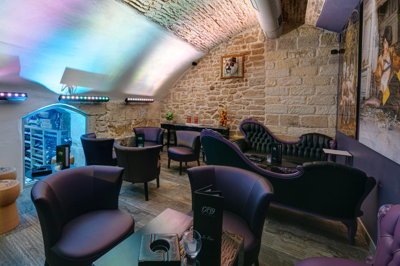 Salon fumeur et cave à vins 1789